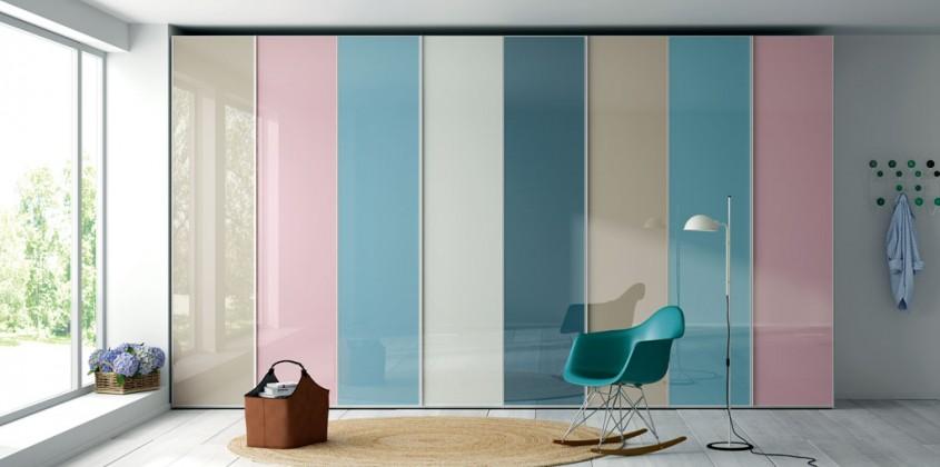 Armario-puertas-abatibles-frentes-cristal-colores